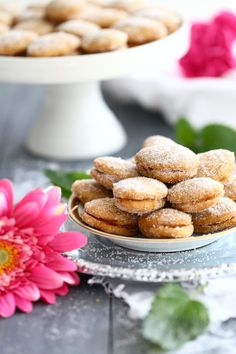 Helpot lusikkaleivät ilman voin paahtamista - Suklaapossu Cookie Jars, Doughnut, Food Inspiration, Almond, Food And Drink, Favorite Recipes, Sweets, Bread, Cookies