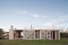 Completed in 2016 in Punta del Diablo, Uruguay. Images by Marcos Guiponi. In these estates that are only 200 meters from the coast - bought as an investment in the by the owner's grandfather and whose titles remained. Lofts, Lattice Wall, House Of The Rising Sun, Arch House, Amazing Architecture, Tiny House, Photos, Places, Outdoor Decor