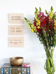 Learn how to print onto wood the easy way, and make lovely DIY quotation art with this step by step tutorial by High Walls. Diy Wood Projects, Diy Projects To Try, Diy Wall Art, Diy Art, Do It Yourself Decorating, Ideias Diy, Wooden Diy, Viera, High Walls