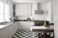 Scandinavian style in the kitchen: inspiration ideas in the shades of white Scandinavian style in the interior of the kitchen will appeal to those who love comfort, conciseness, and lightness. Scandinavian Interior, Scandinavian Style, White Cabinets, Kitchen Cabinets, Neutral Cabinets, Black And White Tiles, Black White, White Countertops, Cuisines Design