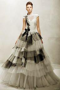 Vestidos de novia 2013 blanco y negro | black and white wedding dresses http://bodasnovias.com/vestidos-de-novia-2013/3986/ #casarcasar
