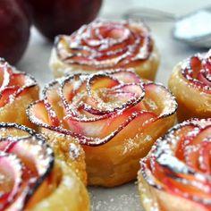 Appelroosjes uit de Airfryer. 20 minuten, 170 graden. Of uit de oven 40 minuten, 190 graden. AK Apple Desserts, Apple Recipes, No Bake Desserts, Just Desserts, Delicious Desserts, Dessert Recipes, Yummy Food, Easy Recipes, Dessert Ideas