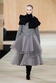 Image from http://assets.nydailynews.com/polopoly_fs/1.1611210.1392223713!/img/httpImage/image.jpg_gen/derivatives/gallery_1200/marc-marc-jacobs.jpg.