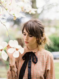 long side bangs with a sweet vintage shirt! #vintagestyle #sidebangs