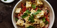 This spicy rice bowl gets better as it sits, so consider throwing it together the night before and refrigerating. Sweet Potato Chili, Salad With Sweet Potato, Lunch Recipes, Dinner Recipes, Healthy Recipes, Vegetarian Recipes, Veggie Recipes, Yummy Recipes, Tofu Green Curry