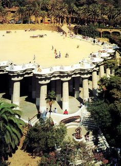 Park Güell - On top of the Greek Theater is a large terrace with a serpentine bench.