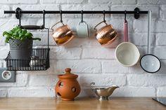 Dodatki i biała cegła w kuchni
