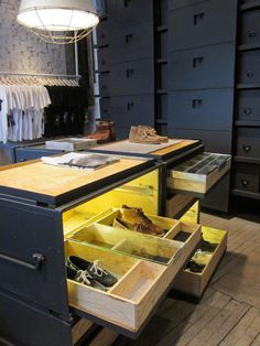 Vane X Sebago Concept Store, New York visual merchandising store design