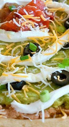 7 Layer Dip Pizza Italian Dishes, Italian Recipes, Mexican Food Recipes, Vegetarian Recipes, Healthy Recipes, Ethnic Recipes, Yummy Appetizers, Appetizer Recipes, Snack Recipes