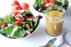 Ihr wisst es alle: Ich bin ein Salatmädchen. Salat ist wahrscheinlich mein Lieblingsgericht. Und das soll jetzt kein Diät-Spruch sein, denn meine Salate sind nicht einfach nur grüne Blätter mit &#8…