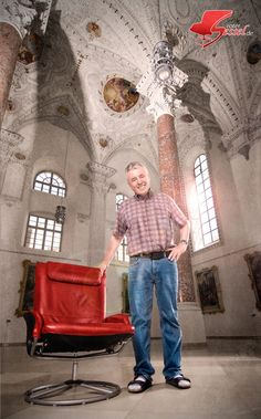 #Mann neben dem #Roten Sessel im #Kreuzherrnsaal #Memmingen. Mom Jeans, Fashion, Photoshoot, Pictures, Moda, La Mode, Fasion, Fashion Models, Trendy Fashion