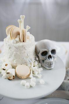 Dessert Recipe :: Coconut Layer Cake - coco kelley coconut layer cake recipe for our 'bone appetit' halloween party Halloween Torte, Chic Halloween, Halloween Dinner, Halloween Desserts, Halloween Party Decor, Halloween Treats, Cute Halloween Cakes, Halloween Weddings, Halloween Queen