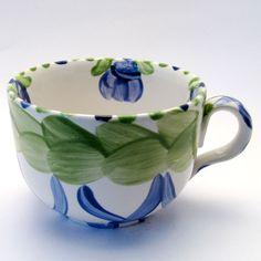 Tassen & Häferl der Familie VertBleu! Die Grün-Blaue Designfamilie von Unikat-Keramik. Das wohl einzigartigste Keramik Geschirr der Welt! Mugs, Tableware, Unique, Design, Tea Cups, Blue Green, Tablewares, World, Dinnerware