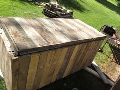 Awesome Rustic Cooler From Broken Refrigerator and Pallets: 11 Steps (with Pictures) Wood Cooler, Patio Cooler, Diy Cooler, Outdoor Refrigerator, Refrigerator Cooler, Homemade Cooler, Patio Storage, Storage Boxes, Ice Chest Cooler