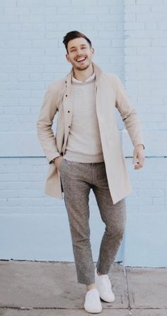 I love this @clubmonaco outfit from their new 2017 spring summer mens collection, these neutrals pair perfectly with the blue behind.