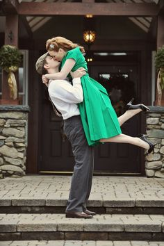 Amazing 1940s inspired engagement photo shoot