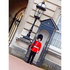 #uk #unitedkingdom #london #thisislondon #guard #footguards #royalguards #buckingham #buckinghampalace #oldpicture #lovethiscity #british #england #holiday #summer by lisa48gd
