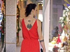 Roter Jumpsuit mit schwarzen Pumps | SelfConcept of Jay