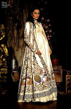 New Ideas For Bridal Gowns Indian Rohit Bal Asian Fashion, Unique Fashion, Ethnic Fashion, Indian Dresses, Indian Outfits, Designer Wear, Designer Dresses, Rohit Bal, Indian Couture