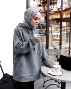 112 hijabs not to be missed this winter - page 5 Modern Hijab Fashion, Hijab Fashion Inspiration, Muslim Fashion, Modest Fashion, Fashion Outfits, Fashion Trends, Women's Fashion, Casual Hijab Outfit, Hijab Chic