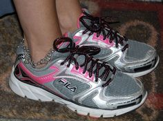 Girls Fila Running Shoes Size 4.5 Athletic White Black Pink Grey Sneakers GREAT…