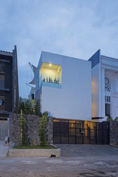 White Box House / Indra Tata Adilaras