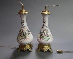 Une Paire de Lampes - motifs bouquets de fleur, sans douille ni abat-jour