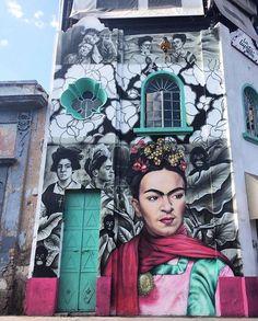 Meredith Brooke in Guadalajara, Jalisco, Mexico, 2018 - pinnervo Street Wall Art, Murals Street Art, Urban Street Art, Mural Art, Paint Photography, Street Photography, Urban Graffiti, Amazing Street Art, Bizarre