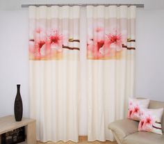 Kremowa zasłona do sypialni z różową orchideą