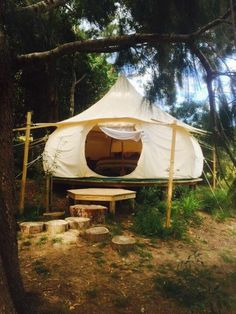 Ah, the art of glamping. Combining chic ideas with the outdoors, glamping is a way to have fun and be comfortable. Not quite camping yet not quite a s. Camping Info, Camping Diy, Camping Glamping, Family Camping, Camping Hacks, Outdoor Camping, Outdoor Gear, Camping Outdoors, Bell Tent Glamping