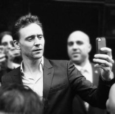 Tom Hiddleston Got some handporn going on here lol!!:p