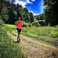 27 Grad und geht noch heißer  der Sommer ist da also ab in den Schatten  und den Hirschbacher Höhlenweg (16k 650hm) unter die Trailschuhe genommen. Auf den Verbindungsstücken knallt die Sonne  aber schon mächtig und daher ging's danach noch in den Happurger Stausee  Guten Start in die heisse Woche und ... #SportFrei