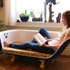 We've already posted a few photos of #upcycled bathtub sofas some time ago, but this one is different - it has instructions you can follow to actually make one for yourself
