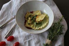 Selbstgemachte Ravioli sind einfach der Hit. Sie schmecken einfach so viel besser, als gekaufte. Das Rezept findet ihr auf meinem Blog. Guacamole, Pasta, Ethnic Recipes, Blog, Food Portions, Homemade, Food Food, Noodles, Pasta Dishes