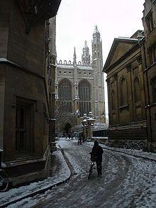 L'Université de Cambridge.