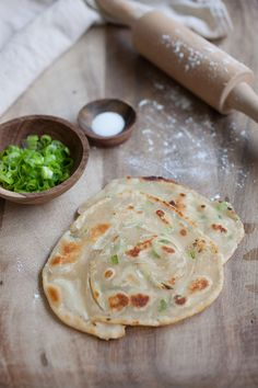 Scallion Pancake - crispy Chinese green onion pancake loaded with lots of scallion. Easy scallion pancake recipe that you can't stop eating. Scallion Pancakes, Asian Recipes, Chinese Recipes, Chinese Food, Chinese Meals, Asian Cooking, Food For Thought, Street Food, Food Inspiration