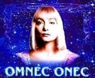 Bonchour, mon nom est Omnec Onec.  Che viens de la blanète que vous connaissez zous le nom de Vénus. Ch'aimerais vous dransmettre des saludations Vénussiennes qui zignifient: « Que soient l'Amour et les Pénédiczions »