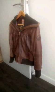 Veste en cuir - Veste en cuir très bonne qualité et cuir souple. Genre perfecto col laine et poignée laine.