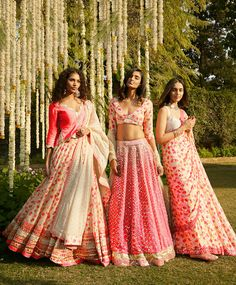 Floral prints in lehengas and saree! Indian Wedding Fashion, Indian Wedding Outfits, Indian Bridal, Indian Outfits, Indian Fashion, Wedding Dresses, Indian Clothes, Fashion Fashion, Fashion Dresses
