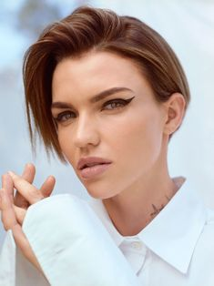 Discover the most famous, rare and inspirational Ruby Rose Quotes, Phrases and Sayings. Here are the Top 10 Best Quotes by Ruby Rose. Orange Is The New Black, Short Hair Cuts, Short Hair Styles, New Wall, Hair And Nails, Hair Inspiration, Pixie, Eye Makeup, Hair Beauty