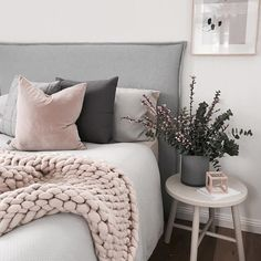 Make a cute over sized throw that's perfect for staying cozy this Fall! #bedroomideasforsmallrooms