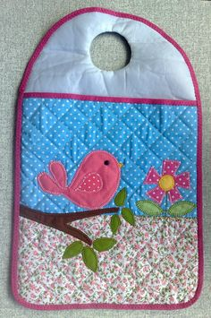 Lixeirinha para carro Creative Embroidery, Binky, Cell Phone Holder, Love Sewing, Shopkins, Paper Piecing, Pot Holders, Diy And Crafts, Projects To Try