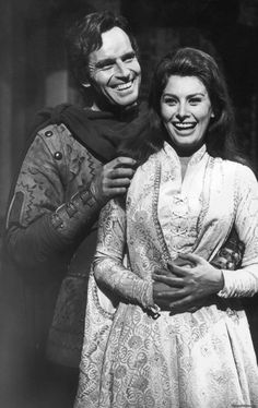 Italian actress Sophia Loren with American actor Charlton Heston on the set of the historical epic film 'El Cid' ('Le Cid'), directed by Anthony Mann in Spain, in 1961 . Hollywood Icons, Hollywood Actor, Classic Hollywood, Old Hollywood, Hollywood Stars, Hollywood Actresses, First Ladies, Elizabeth Taylor, Virginia Woolf