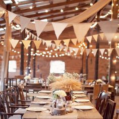 Hochzeit - rustikale Hochzeit der decoraton Scheune Tischdeko Hochzeit - rustikale Hochzeit der decoraton Scheune 61 Cozy And Charming Barn Wedding Table Settings Wedding Table, Fall Wedding, Wedding Reception, Rustic Wedding, Wedding Venues, Trendy Wedding, Reception Ideas, Wedding Bunting, Wedding Dinner