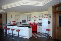 50's diner style bar- makes me want to have a chocolate ice cream soda :)