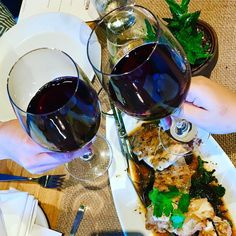 Cheers to a great dinner at @true_food_kitchen with @eatingthroughatlanta @hungrygirlsdoitbetter @ligayafigueras @ajcdining and @flavorsatl! #ajcdining #truefood #seasonal #menu #realfood #cleaneating