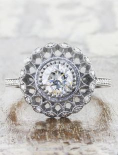 Exquisite Flower Pattern Puffy Crysta Fashion Cocktail Ring Size 8