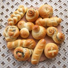 Tutorial to roll out different shaped breads and rolls