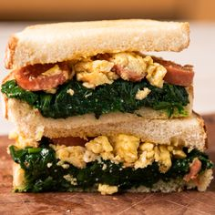 Sandwich de Espinaca, Huevos y Salchicha - Meatloaf Recipes Meal Plans To Lose Weight, Yummy Food, Tasty, Breakfast Recipes, Breakfast Sandwiches, Love Food, Meal Planning, Easy Meals, Food And Drink