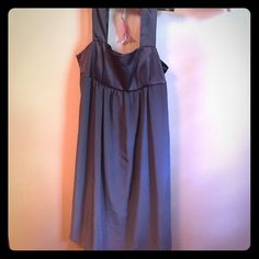 Gray Vera Wang baby doll dress This is a gray Vera Wang baby doll dress in good condition. No snags or stains. Hombre coloring. Side zipper. Vera Wang Dresses Midi
